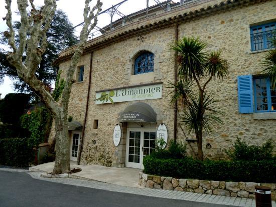 Tr s joli pliage de serviette photo de l 39 amandier de for Le jardin mougins restaurant