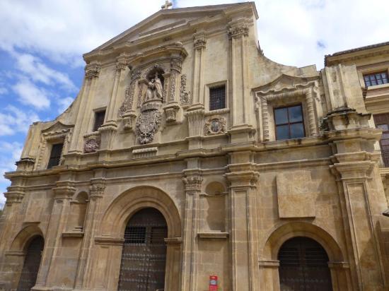 Iglesia de Santo Domingo: FACHADA PRINCIPAL