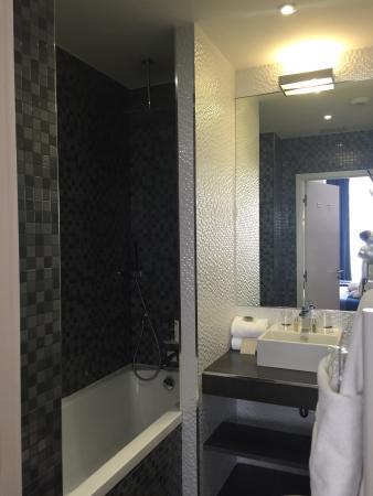 Nice Excelsior Hôtel : Ванная