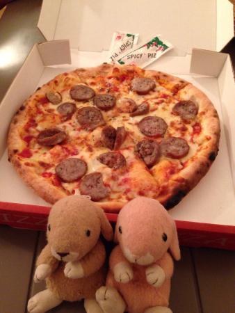 Chez Antoine: Super Tasty! 真的很好吃!現點現做窯烤Pizza,餅皮Q軟彈牙,餡料香濃豐富,是自由行時經濟又實惠的好選擇!