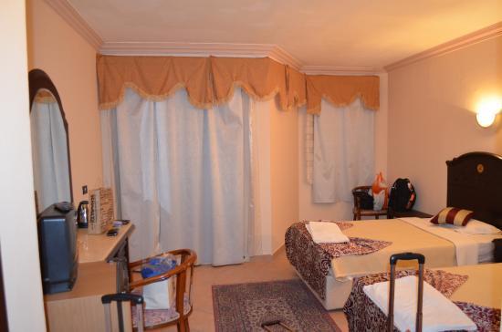 El Wady El Mouqudess Hotel: Twin bed room, facing balcony