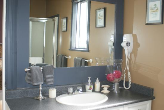 2nd Floor Sunshine Suite Bathroom Picture Of Willoughby