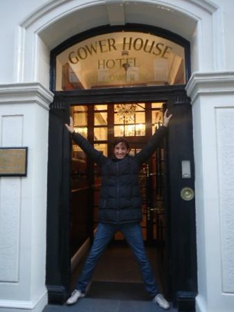 Gower House Hotel: Yo en la entrada del hotel cuando me iba.Feliz.