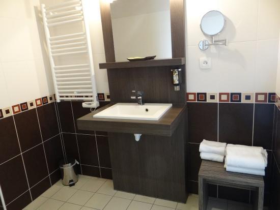 Hôtel Fleur de Ré : Salle de bain spacieuse
