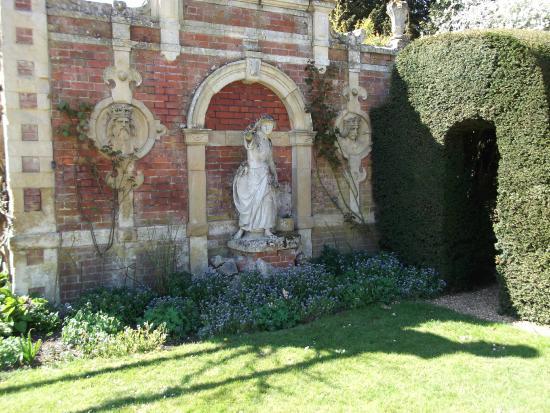 Somerleyton Hall and Gardens: Garden area