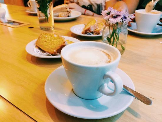 Fiii Fun House Cafe Con Leche Y Budin De Limon
