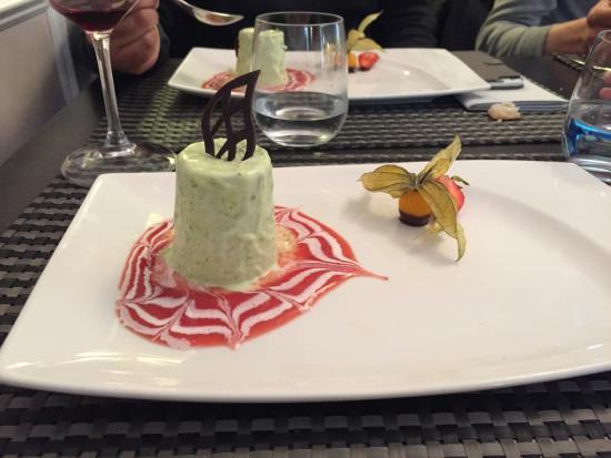 Chateau Du Val De Ceze: Parfait glacé aux asperges et miel !