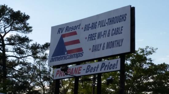 Americamps RV Resort: Entrance.