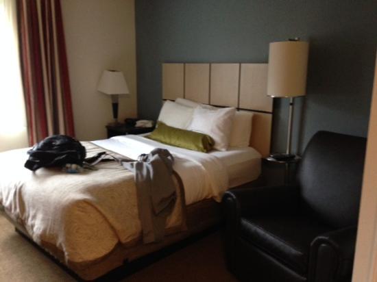 Candlewood Suites Boston-Burlington : Bed
