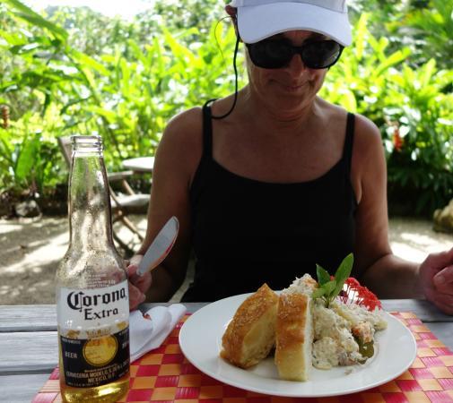 The Hidden Spirit Cafe & Grill: Tropical Salad, delicious!