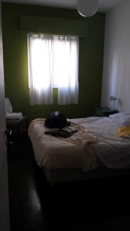 Eco Pampa Hostel: Quarto. Não muito grande, mas atende bem. Se puder optar, não pegue voltado para a rua.