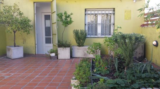 Eco Pampa Hostel: Terraço com horta para uso dos hospedes.