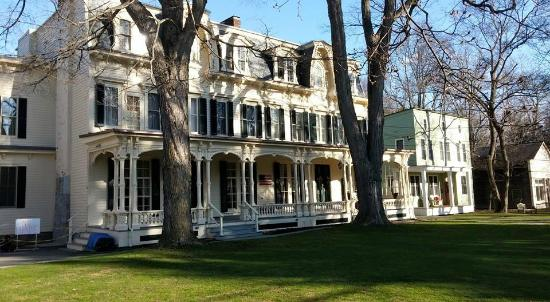 The Inn at Cooperstown: From the driveway