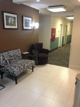 Hotel Vue: Hallway leading to elevator