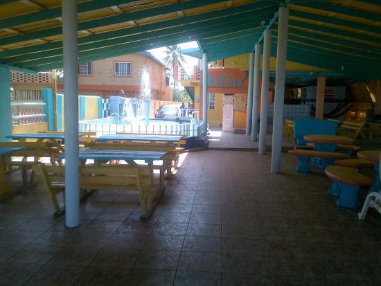 RASH Resort: Pool / Outdoor dining area