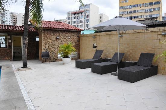 Imperial Hotel: Área da piscina