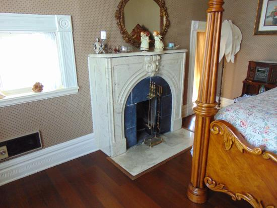 Boca del Cielo Inn: Love the fireplace