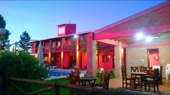 El Mirador Apart Hotel: El Mirador at night