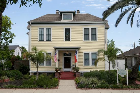Coastal Dreams Bed & Breakfast: Beautiful Historic Home on Galveston Island