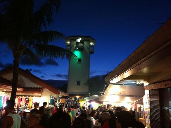 チャモロビレッジ, 夕暮れ時、ビレッジ周りもビレッジ内も美しいエキゾチックゾーン。