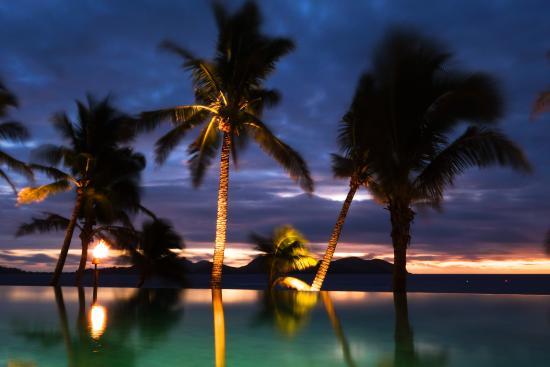 Токорики, Фиджи: The main pool at sunset