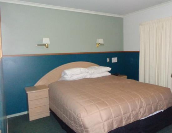Prince Motor Lodge: спальня