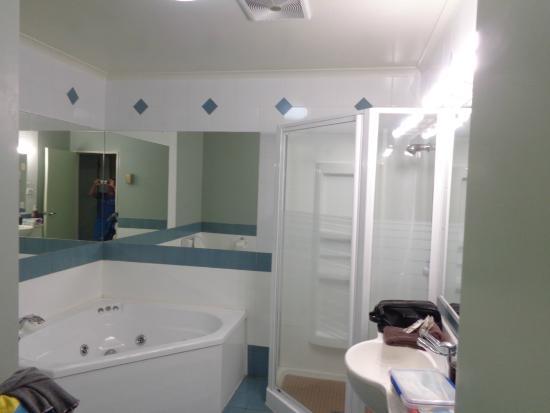 Prince Motor Lodge: Ванная комната