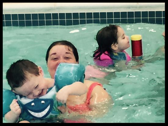 Wingate by Wyndham Erie: Kids at the pool!