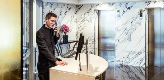 Bolton Hotel Wellington: Reception