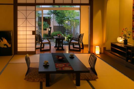 Ryokan  Yoshinoya: 客室(庭付)