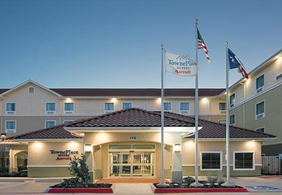 Hotels Near Texas Lutheran University