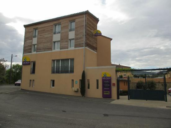 Suite-Home Apt en Luberon : l'entrée et la façade