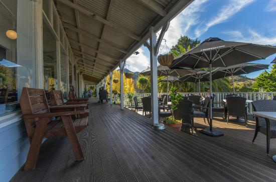 Governors Bay Hotel : Verandah