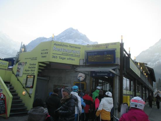 Grindelwald, Ελβετία: จุดทางเข้า ของสถานี ครับ