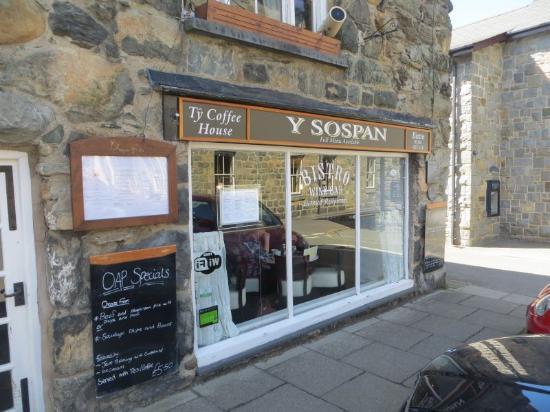 Y Sospan Cafe: Central location.
