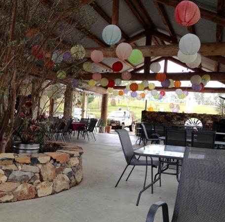 Innot Hot Springs, Australië: Outdoor dining area