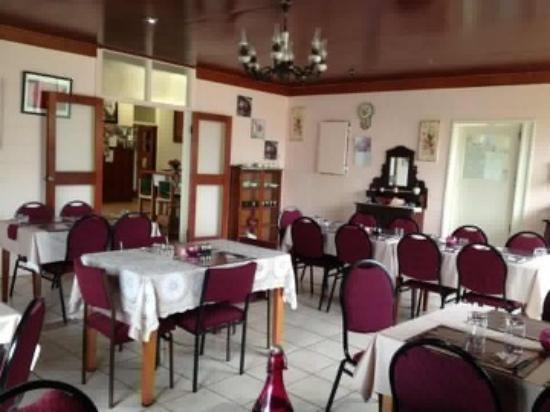 Innot Hot Springs, Australië: Indoor dining area