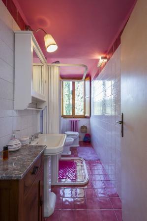 Fattoria Villa Le Sorgenti: Bagno della camera Donna Elvira