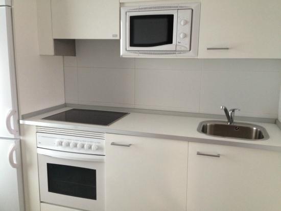 Aparthotel Jardines de Aristi: Kitchen