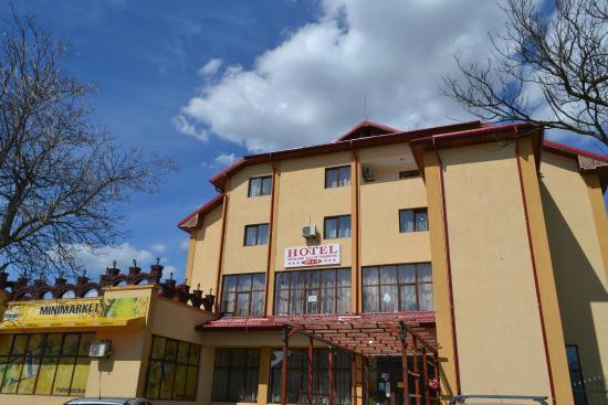 Hotel Restaurant Tata Si Fii
