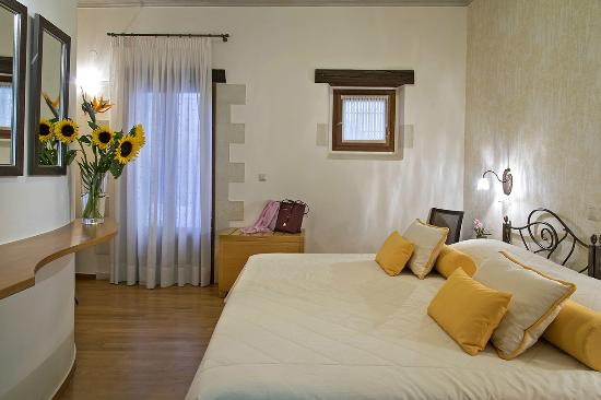 Ionas Boutique Hotel: Double with balcony