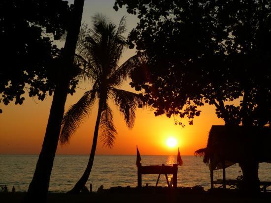 Klong Khong Beach Resort: Sonnenuntergang vom Restaurant aus