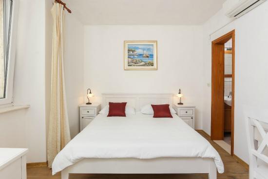 Rooms Kortizija: Double room #2
