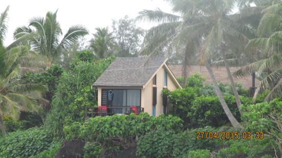 Muri Beach Cottages: Pole House from the Beach