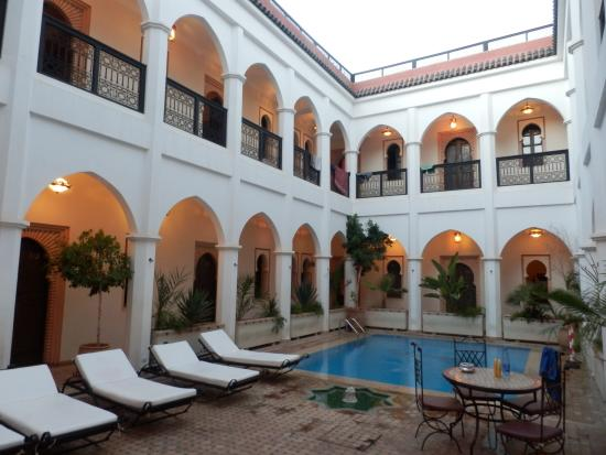 Equity Point Marrakech Hostel : Pool area - please keep it quiet after 9 in the evening.