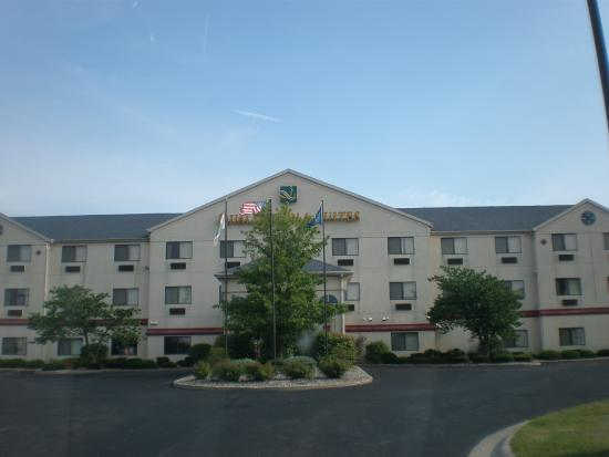 Quality Inn & Suites: Front view