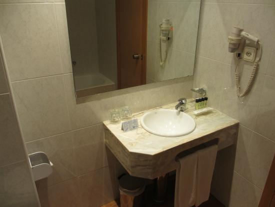 Hotel Congreso: 洗面台