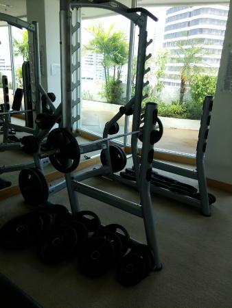 Shama Sukhumvit Bangkok: squat rack/power rack