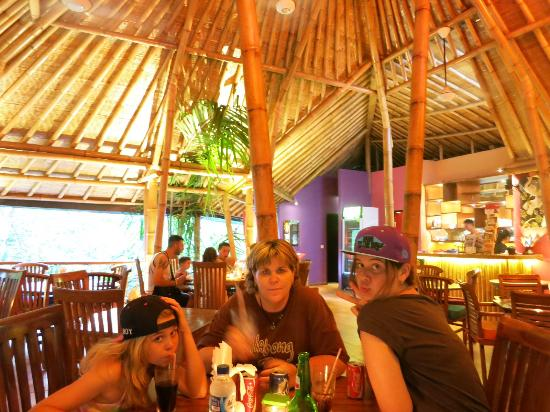 Warung Asia Thai Food : Love the family and the roof