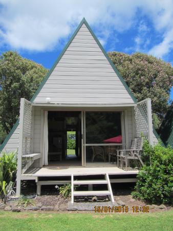 Sunset Waterfront Lodge: Villa at Sunset Lodge, Tryphena
